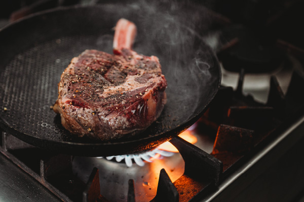 Perfect-Restaurant-Style-Steak-at-home_Support-2-600x400